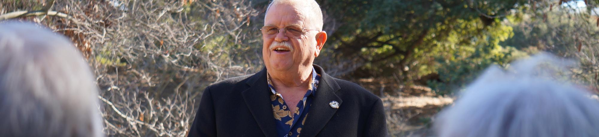 Image of Warren G. Roberts speaking at a UC Davis Arboretum and Public Garden donor event.